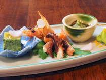 卯月御献立:前菜一例(蓮湯葉豆腐、海老の利休煮、飯蛸旨煮、他季節の彩り)