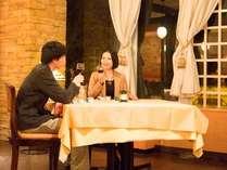雰囲気のあるレストランでお食事はいかが?アルコールも一緒にお楽しみ下さい。