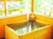 テラスの個室露天風呂は24時間入浴OK!鳥の鳴き声を聞きながら…ゆっくりとした時間が流れます…