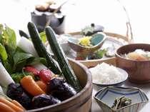 野菜王国の長野ならでは!日によって新鮮野菜が丸ごと並ぶ事もございます!健康的でヘルシーな朝食一例