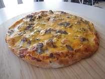 1Fカフェーのベーコンチーズバーガーピザ