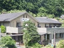 紀州の山々に囲まれた当館でゆっくりお過ごし下さい。アットホームなおもてなしでお待ちしております。