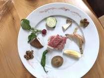 【アラカルト】熊野牛サーロインと地野菜の陶板焼