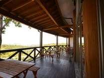 <レストラン テラス席>田辺湾が眼下に、和フレンチのディナー、人気の高い朝食もご利用になれます。