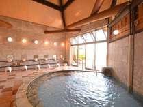 <椿温泉>時間:15:00~22:00、6:30~8:30内湯大浴場は、美肌の椿源泉をかけ流し。
