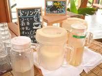 ドリンクは、コーヒー、紅茶、オレンジジュース、牛乳、梅酢ドリンク、富田の水をご用意しております。