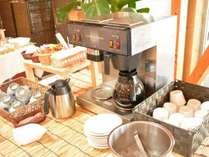 朝食のドリンクはブッフェスタイルでお召し上がり下さい。