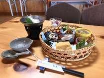 朝食は、田辺湾を眺めながらお召しあがりください。