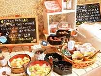 朝食の地野菜の天婦羅は自家製梅塩、紀州のいり酒でお召し上がりください。