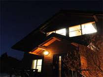 夜のコテージ(貸別荘)外観