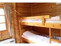 ログコテージ内2段ベッドが2つあります(A棟・B棟)
