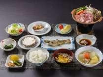 ある日の夕ご飯。地元の野菜をたっぷりと使用。漬物や煮物も自家製です。(日によって内容が変わります)