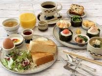 ホテルカフェの朝食プレート(和食or洋食チョイス)