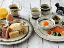 ホテルカフェの朝食プレート(朝食トーストプレート&卵かけごはんプレート)