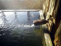 *浴槽は山国ならではの檜風呂。旅の疲れをお癒し下さい。