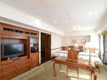 スイートルーム広さ45平米 ベッド幅122cm