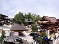 成田山側の客室からは成田山境内を間近に眺めることができます
