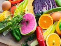 【2021年4月朝食リニューアル】彩り野菜やこだわりのドレッシング、オリジナルスムーもご用意!