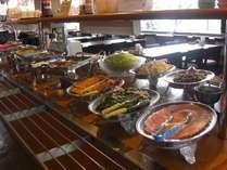 朝食は和洋食のバイキングをどうぞ 一例