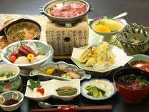 【夕食】地元の食材を活かした料理長自慢の料理