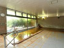 【温泉】大浴場 浴場内は温泉の香りが漂い、いるだけで日々の疲れが癒されます。