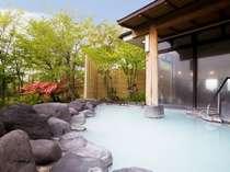 那須温泉の名湯『鹿の湯』が源泉の白いにごり湯の露天風呂