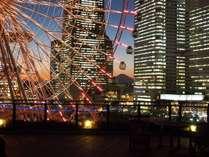 屋上足湯庭園の夕暮れ 天気のいい日は富士山も