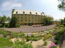 安比高原温泉ホテル 季節の植物がガーデンを彩る