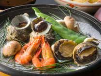 鯱亭名物海鮮宝楽焼をおたのしみください。