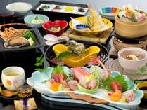 「海舟の膳:一例」イセエビ・鮑の陶板焼きなど海の幸をたっぷりお楽しみください。
