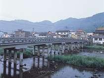 【三朝橋】夜になるとカランコロンと下駄の音で賑わいます♪