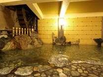 【大浴場】直径6mの大水車が回る、世界屈指のラジウム泉。日々の疲れを癒して下さいませ。