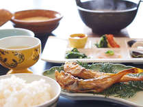 【朝食一例】頭からがぶり!丸ごと食べれるハタハタ