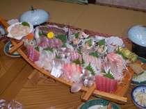 舟盛プラン 4人前 旬の地魚イサキなど約8種類のお刺身の盛り合わせ