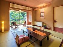 ◆ゆったり寛ぎ客室◆目の前に広がる日本庭園は春夏秋冬、さまざまな表情をお楽しみ下さい。