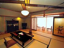 【和室12.5畳+広縁付き】広々と安らぎを感じられる和の趣深い空間でおくつろぎください。