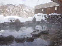 冬には雪見風呂が楽しめます♪