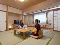 【本館和室12.5畳】すべての和室に広縁を設け、座敷に広がりを持たせています。
