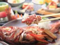 また食べに来たい♪とお客様からの声が多い、当館自慢の金目鯛姿煮付け。甘辛く濃厚な味付けが絶妙です!
