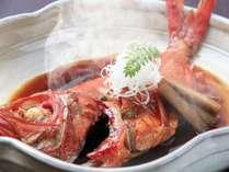 伊豆下田産の金目鯛の姿煮付は、料理長秘伝の濃厚な甘辛い味付けがクチコミでも好評をいただいております