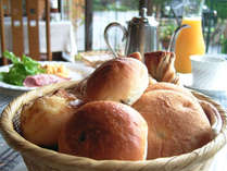 *自家製の焼き立てパン♪富士の天然水を使い、無添加にこだわって作っています。