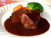 *当館イチオシのビーフシチュー!じっくり煮込んだ、味わい深いシチューに感動♪