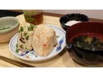 朝ごはんに!土鍋で炊いたおにぎり和朝食はいかがでしょうか?美味しいですよ♪