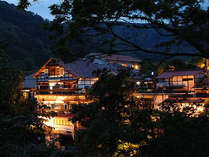 天城湯ヶ島温泉 白壁荘 (巨石と巨木の露天風呂が自慢の宿)