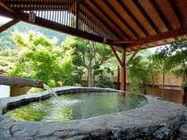 JR東日本のポスターにも採用された日本一の巨石風呂。