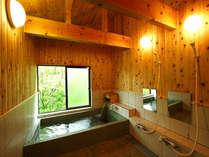 5~6人大家族でもゆっくり入れるちょっと広めの貸切風呂