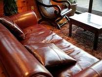 こちらのソファも本革です。
