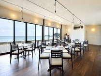 レストランは一面オーシャンビューになっていてテラスにも出ることができます。