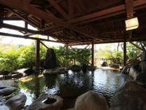 【松の湯】広々とした岩風呂松の湯は日替わり男女入替え制の共用露天風呂