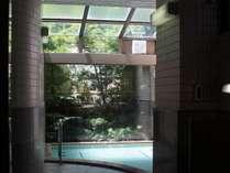 泉質は「アルカリ性単純温泉」で肌に優しく、美人の湯として古くから親しまれております。